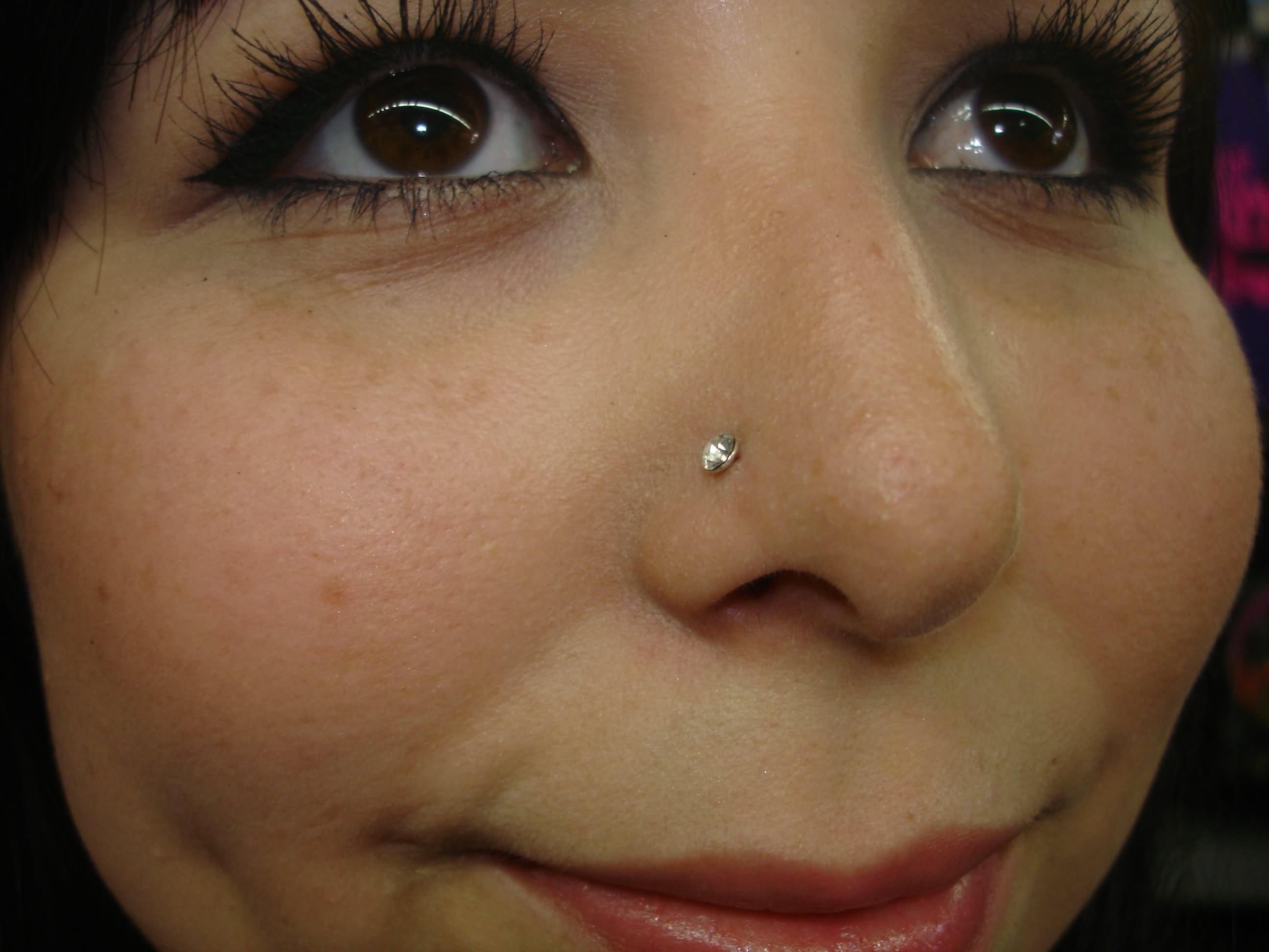 Сделать пирсинг в носу в домашних условиях