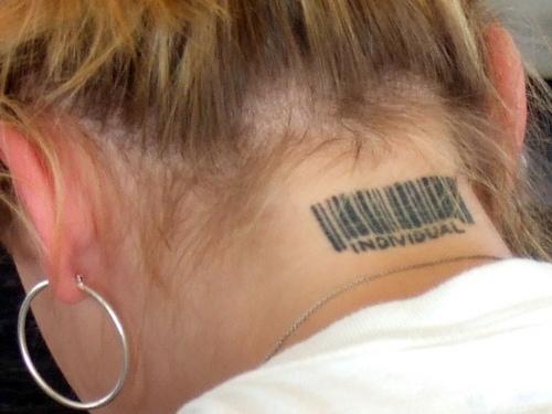 Тату штрих-код на шее обозначение