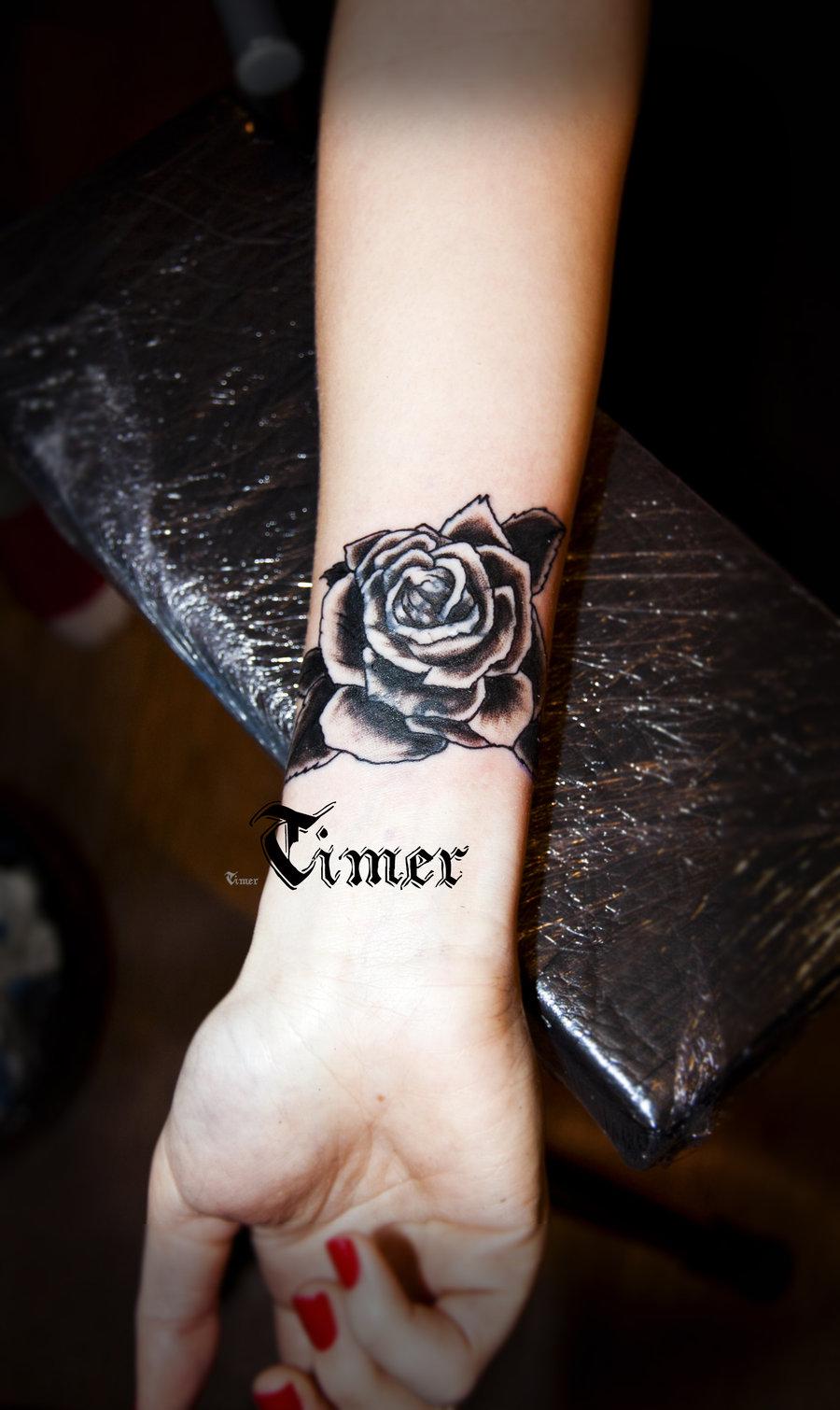 Большие татуировки для девушек на запястье фото