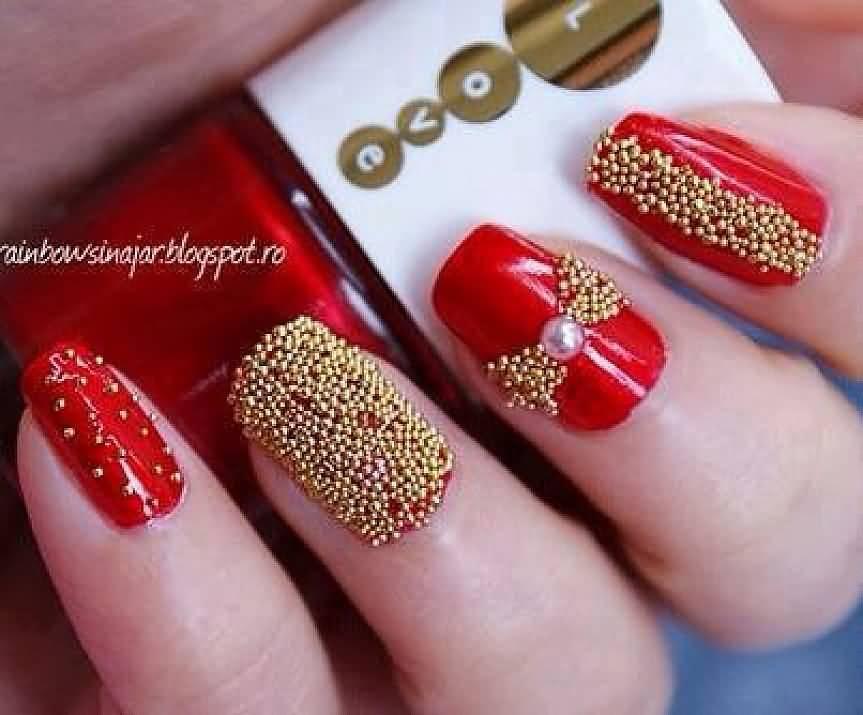Дизайн ногтей с золотыми бульонками