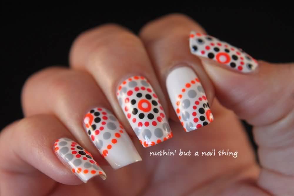 Дизайн ногтей в точку