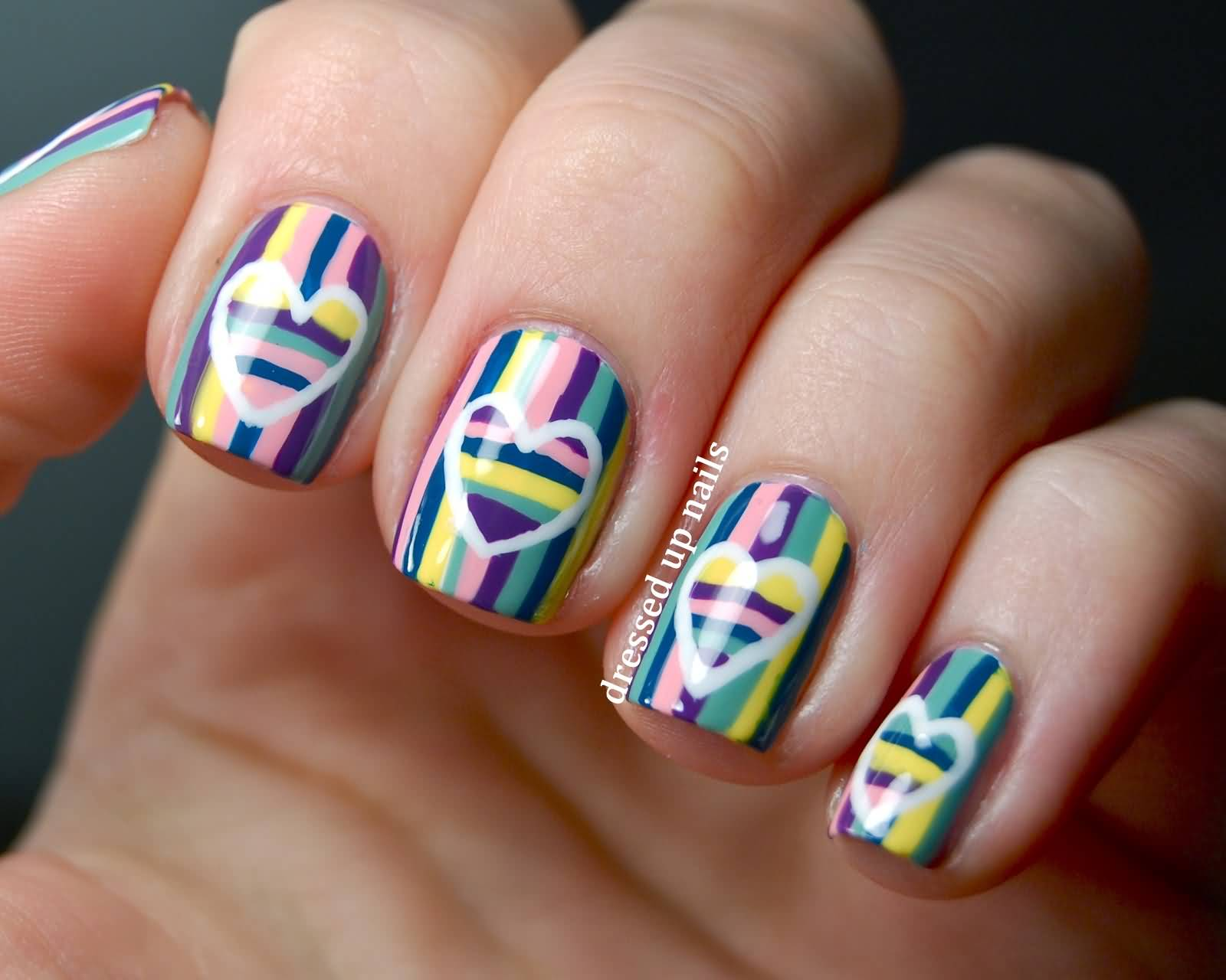 Ногти с вертикальными полосками фото