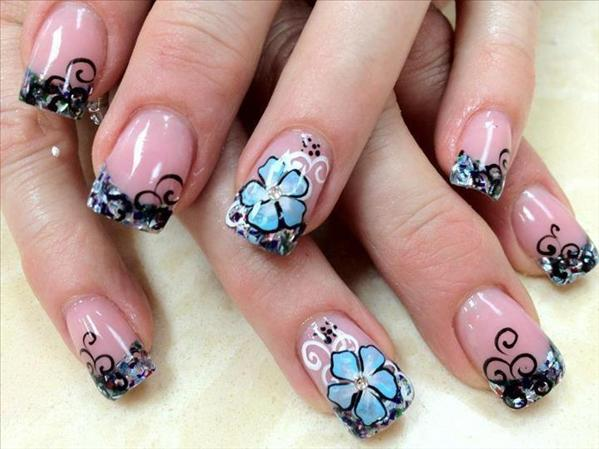 Рисунки на ногтях голубой