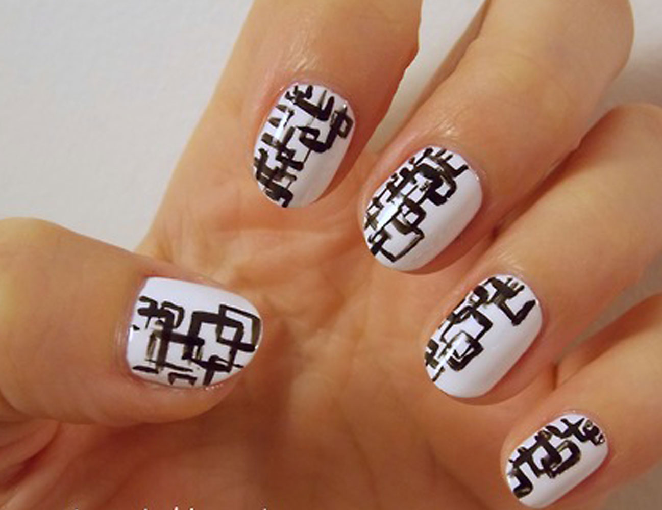 - Black And White Colour Nail Art - Best Nails Art Ideas