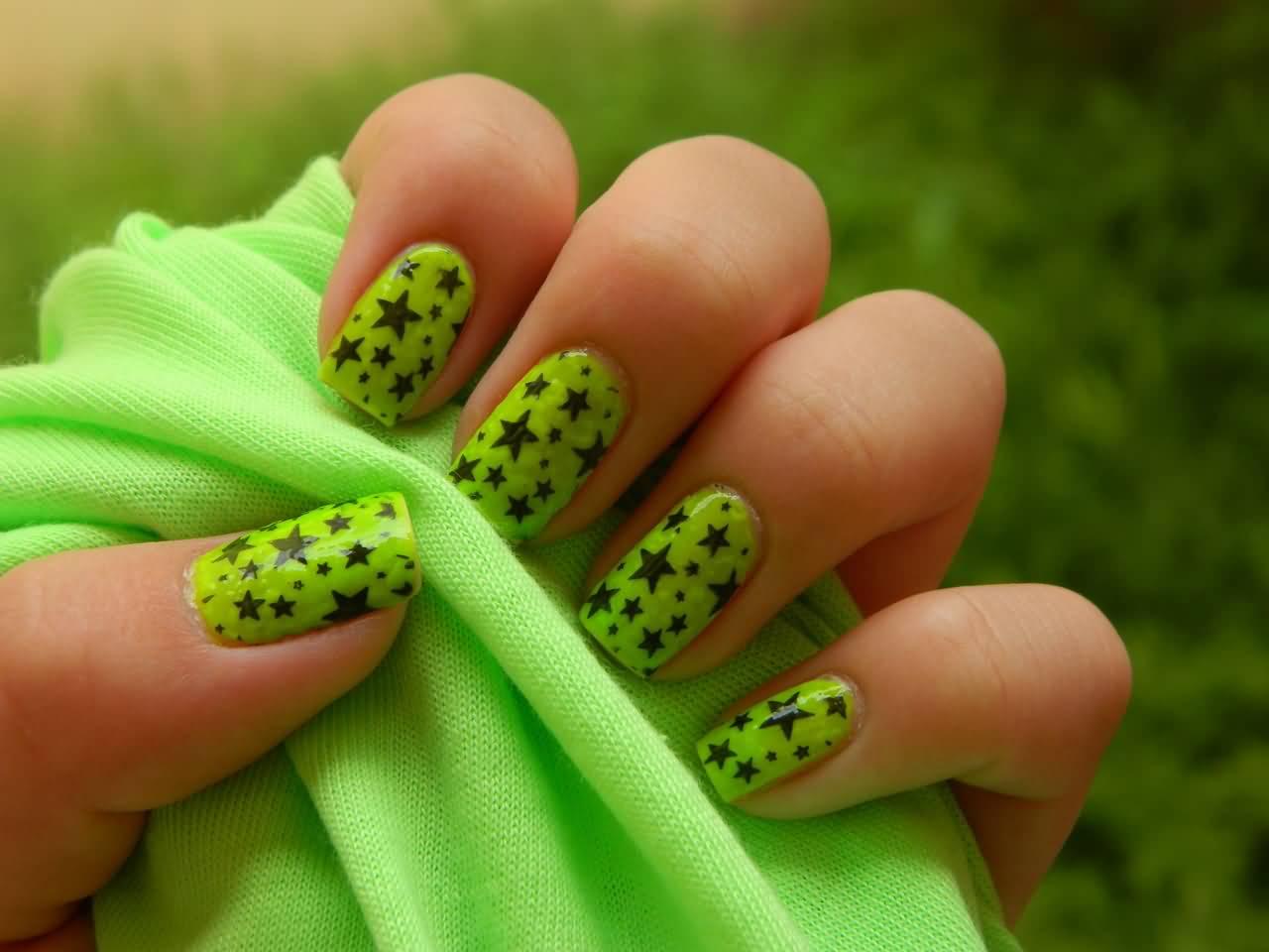 Зеленые рисунки на ногтях