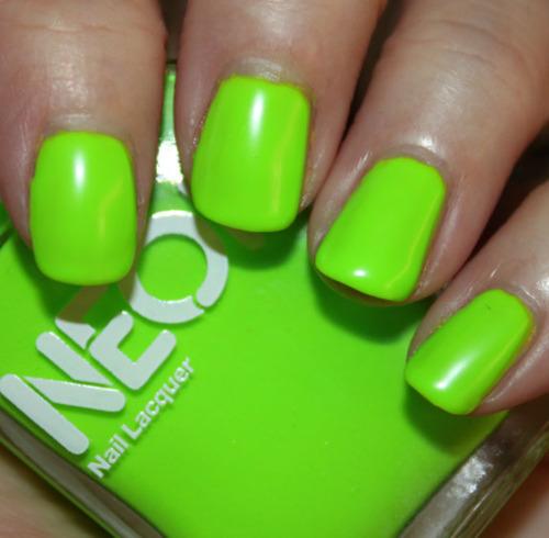 Зеленый цвет ногтей