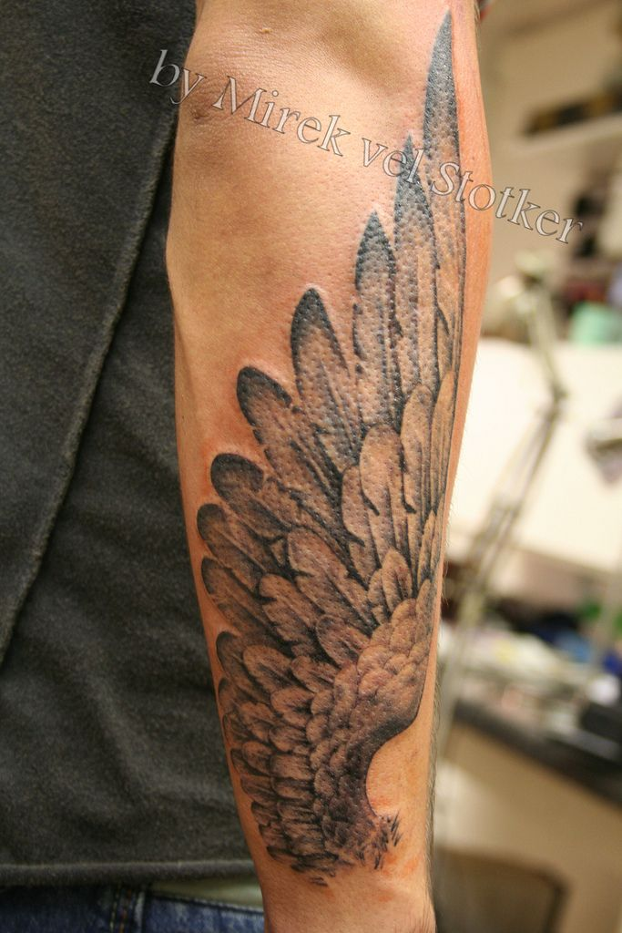 Фото крыльев тату на руке