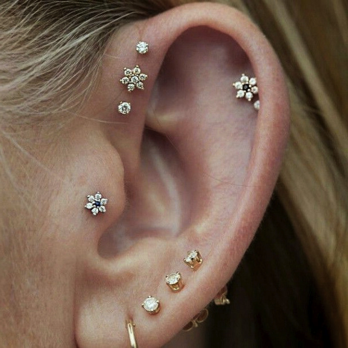 stud diamond ear with piercing lobe