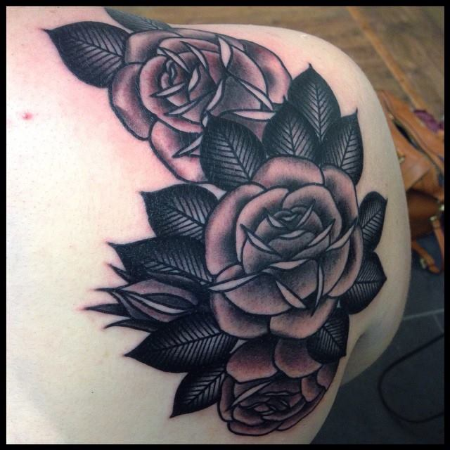 Black And Grey Roses Tattoo On Back Shoulder