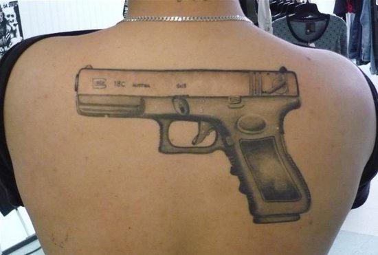 Фото тату пистолет на руке