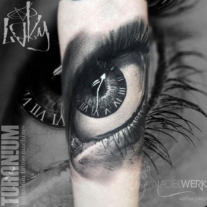 Eye And Multiple Clock Tattoo: 3D Clock Eye Tattoo On Muscles By Yomiko Moreno