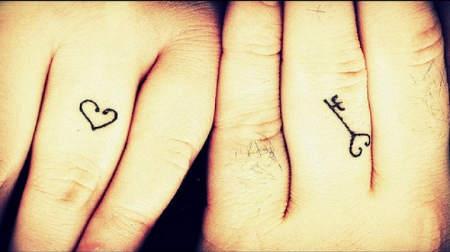 fd2f88a2cf1a6 Lock and key tattoo on fingers for couples