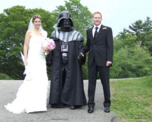 Couple With Darth Vader Funny Wedding Picture