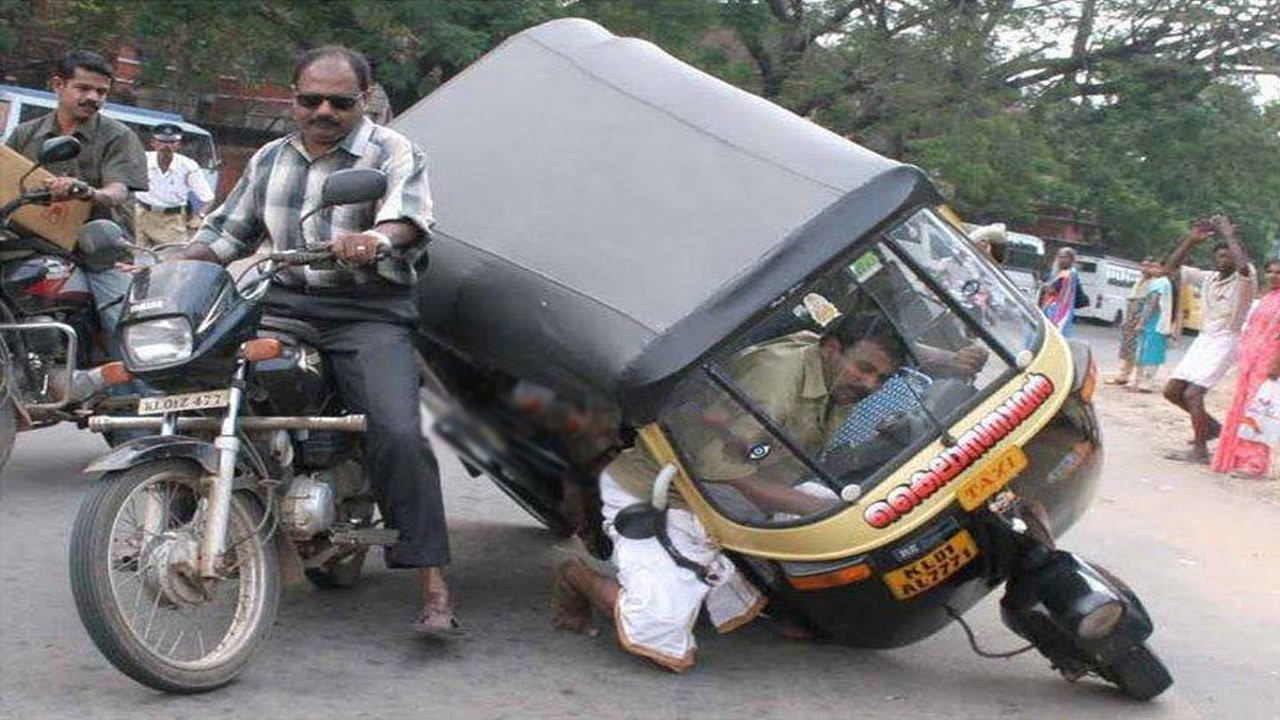 27 very funny accident pictures for Three wheel motor bike in india