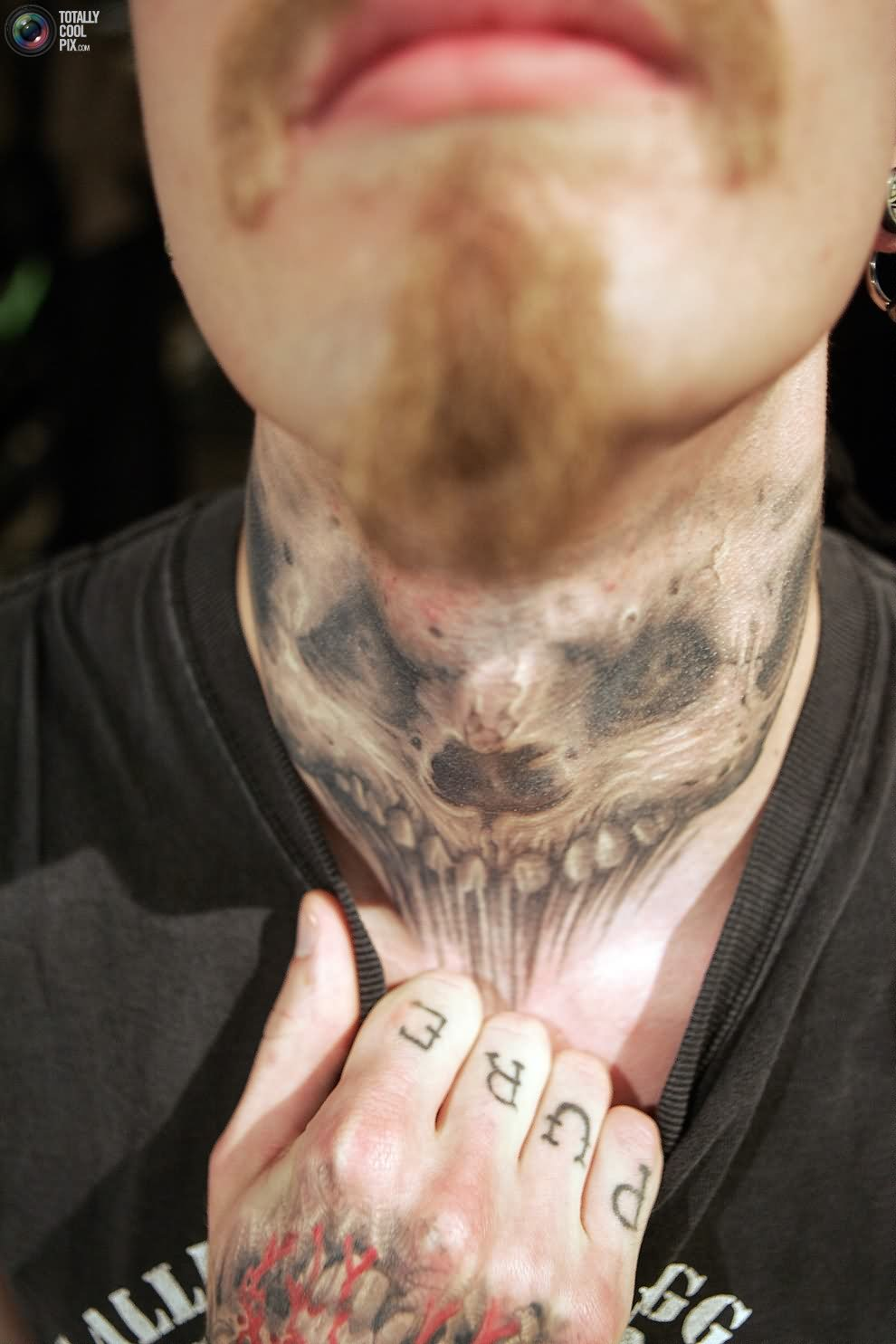 24 scary tattoo designs images and picture gallery for Skull neck tattoos