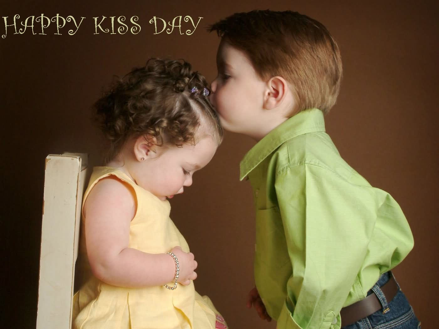 happy kiss day cute little boy kissing on girls forehead wallpaper