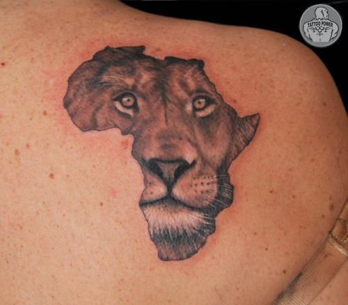 ad802562f6060 Lion Head In African Map Tattoo On Right Back Shoulder