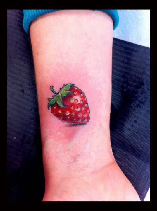 19 Strawberry Tattoo Images Pictures And Design Ideas