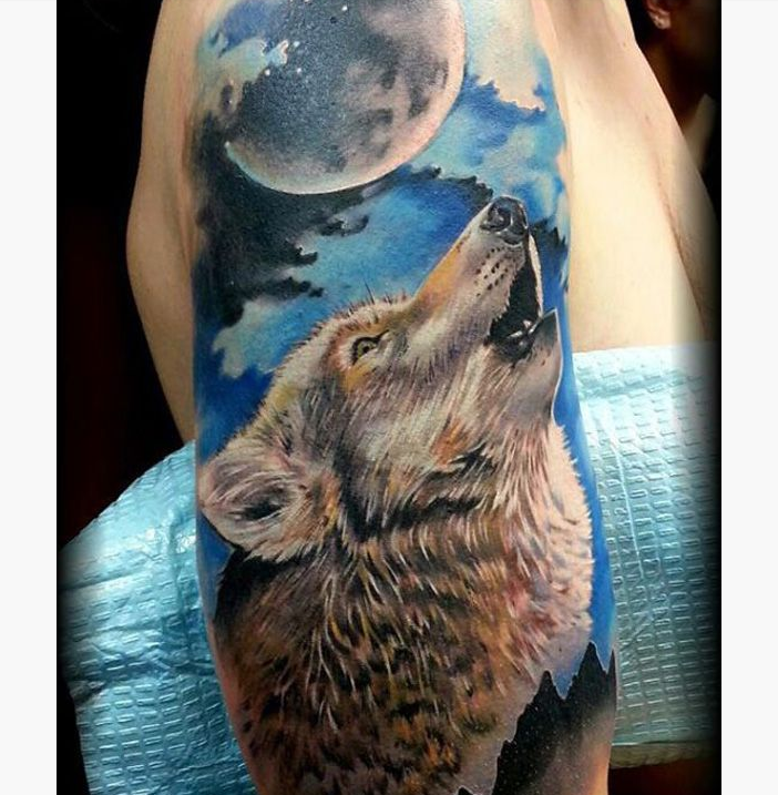 18 howling wolf tattoo designs images and photos rh askideas com wolf howling tattoo tumblr wolf howling tattoo simple