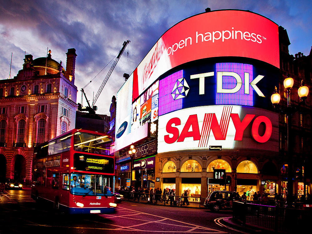 48 places to visit in london england for Time square londra
