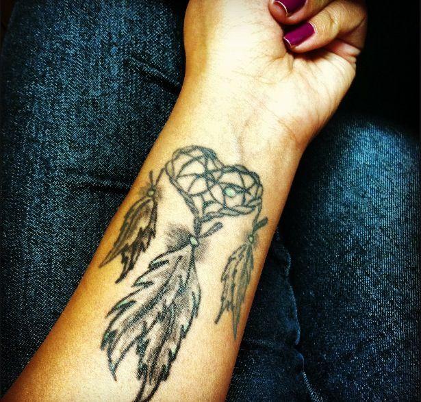 24 dreamcatcher tattoos on wrist for girls. Black Bedroom Furniture Sets. Home Design Ideas