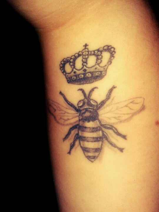22 bumblebee tattoo images pictures and ideas. Black Bedroom Furniture Sets. Home Design Ideas
