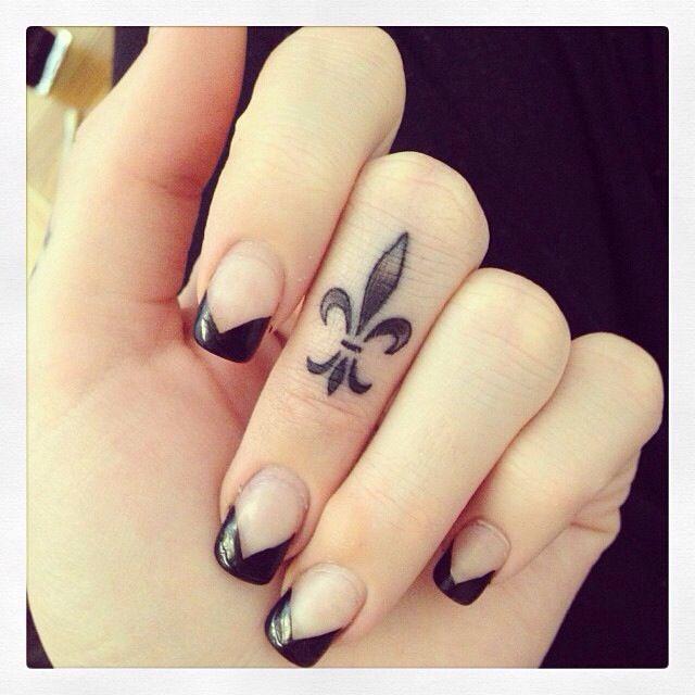 55 Inner Finger Tattoos Ideas