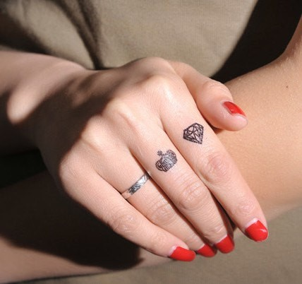 tiny diamond and crown tattoos on fingers. Black Bedroom Furniture Sets. Home Design Ideas