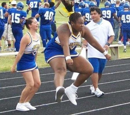 Funny Cheerleaders Dancing Picture