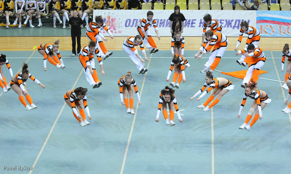 Funny Jumping Cheerleaders Picture