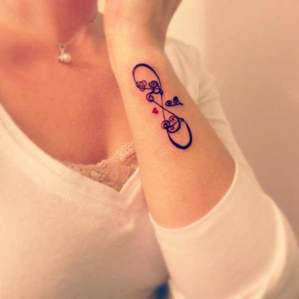 40 Beautiful Side Wrist Tattoos