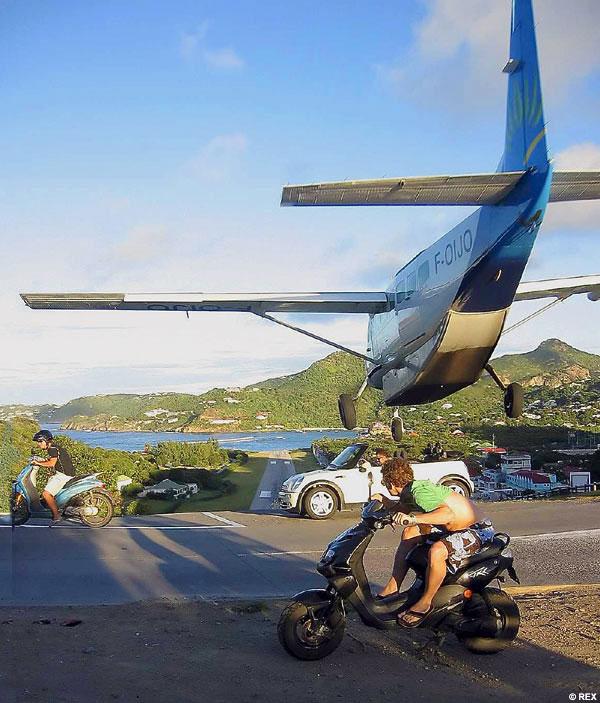 Funny Dangerous Landing Plane Picture 50 most funny dangerous pictures and images,Funny Airplane Landing