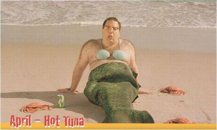 Obucite osobu iznad - Page 21 Funny-Man-Mermaid-On-Beach