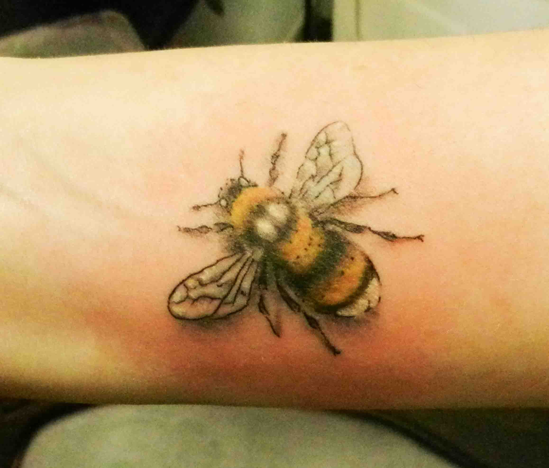 85+ Beautiful Bee Tattoos Ideas