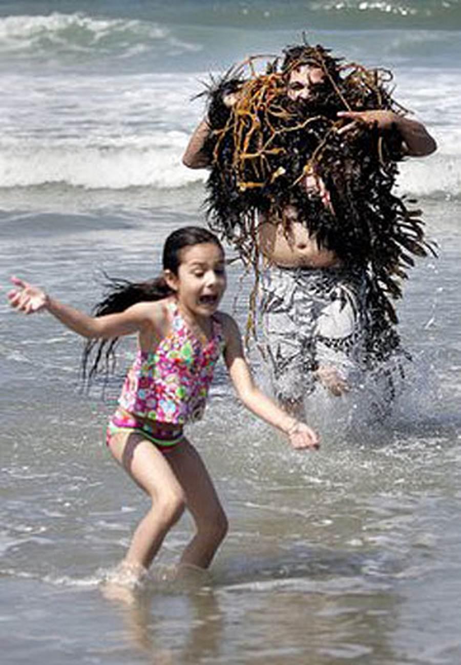 Приколы на пляже 12 фотография