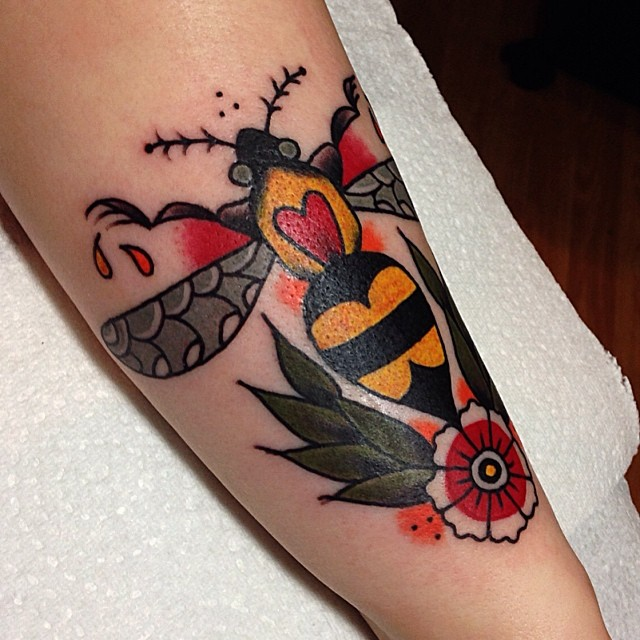 30 traditional bee tattoos. Black Bedroom Furniture Sets. Home Design Ideas