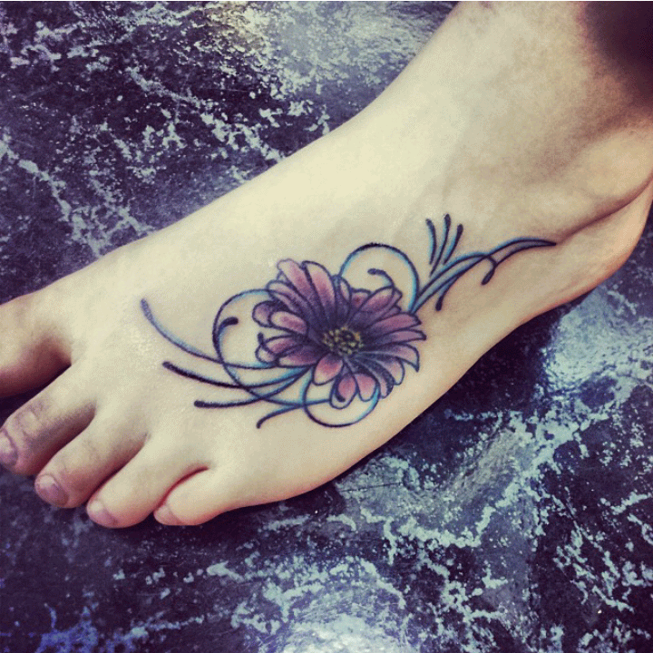 20 Daisy Tattoo Designs