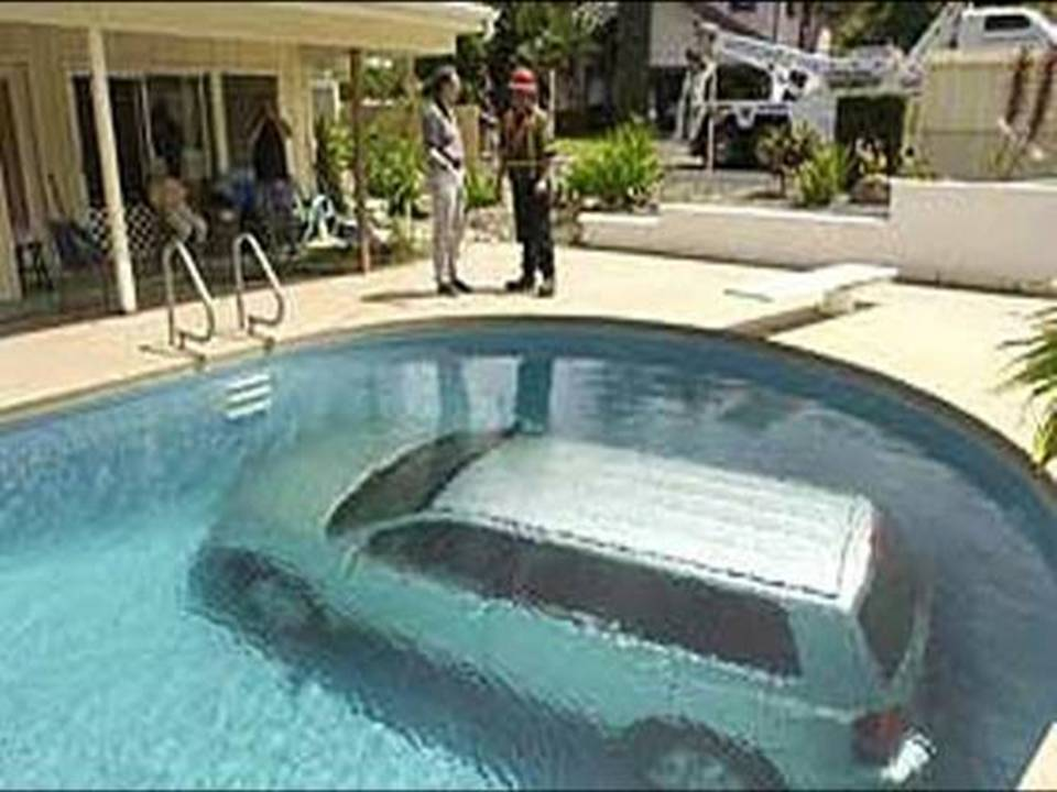 Car Fallen In Swimming Pool Funny Picture For Facebook