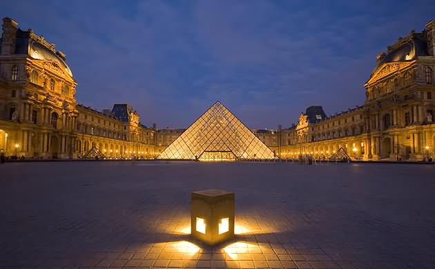 Adorable Night View Of The The Louvre Museum