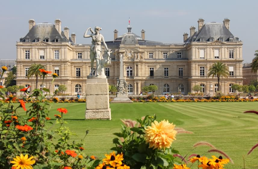 Luxembourg gardens paris opening hours garden ftempo for Cafe du jardin restaurant covent garden