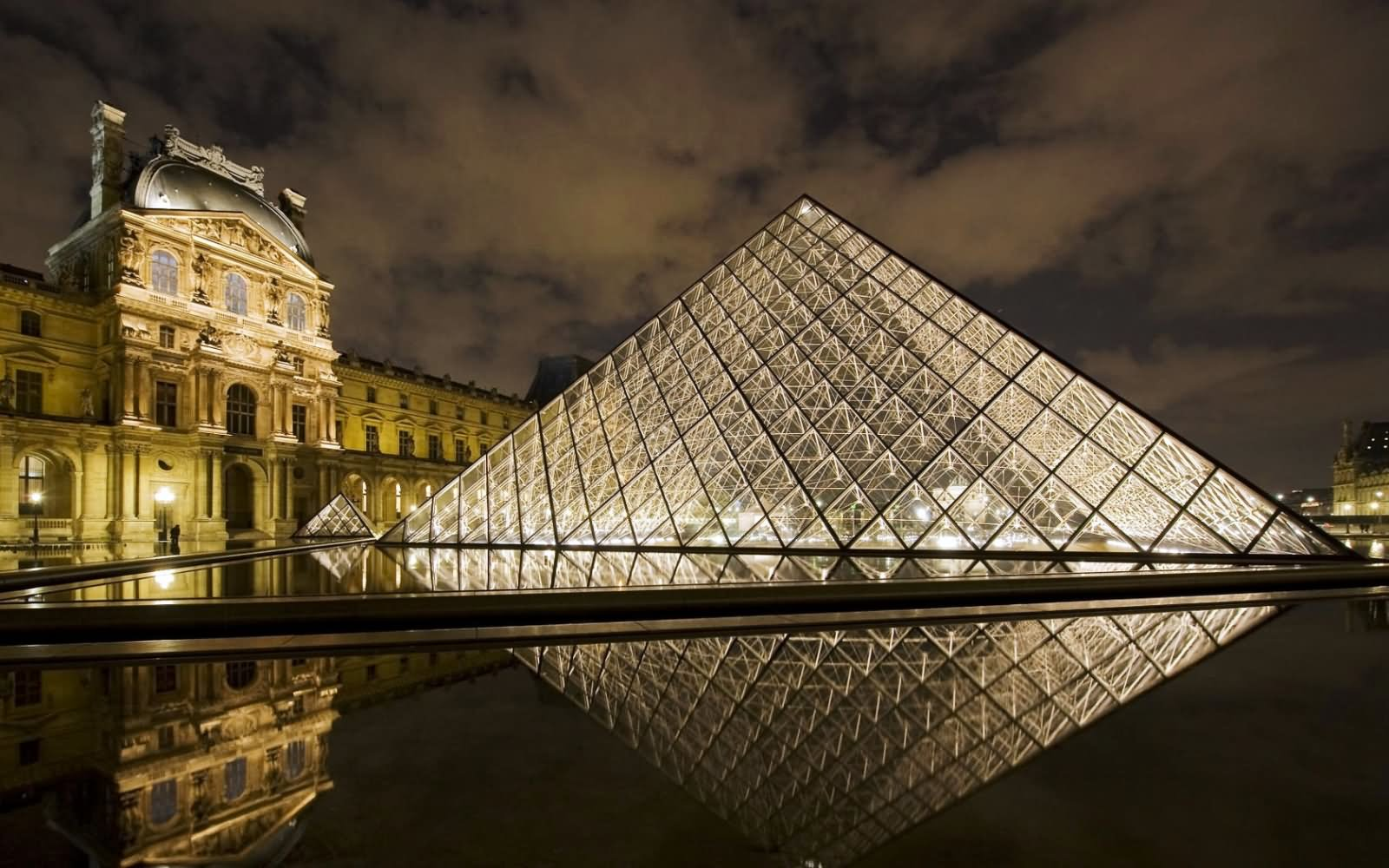 Beautiful Picture Of Glass Pyramid And The Louvre Museum At Night