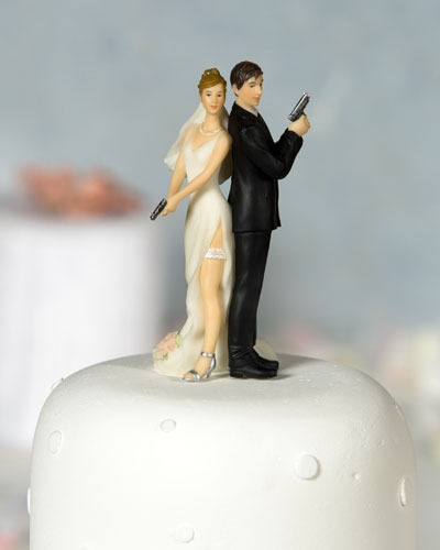 Bride And Groom With Gun Funny Wedding Cake Picture