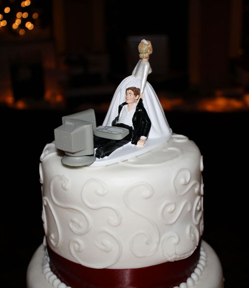 Computer addicted groom funny wedding cake picture junglespirit Image collections