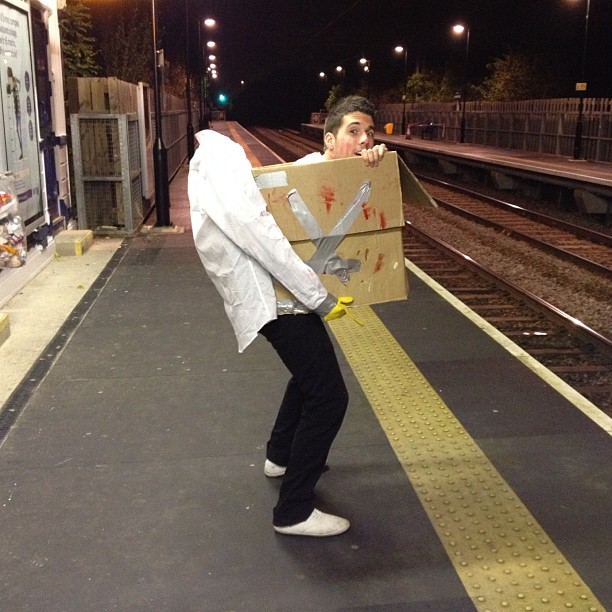 headless man with box funny halloween costume picture for facebook