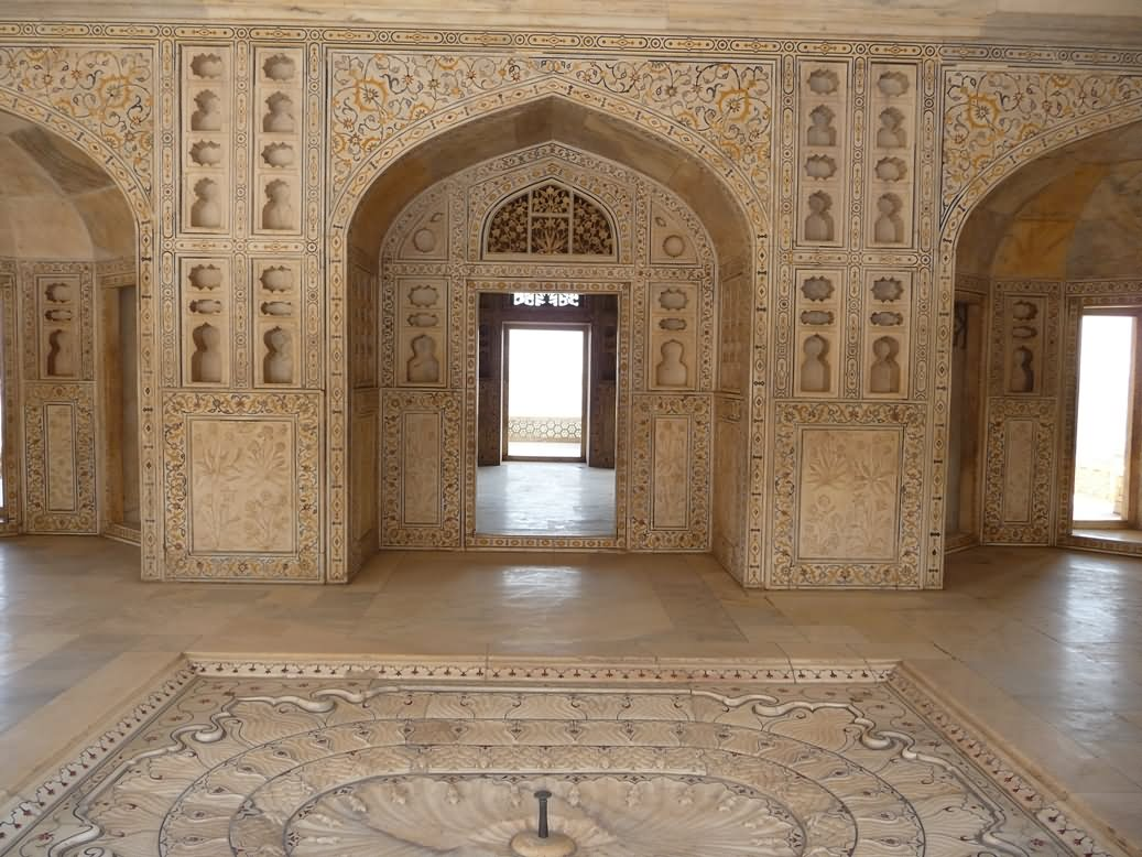 Inside Of Taj Mahal