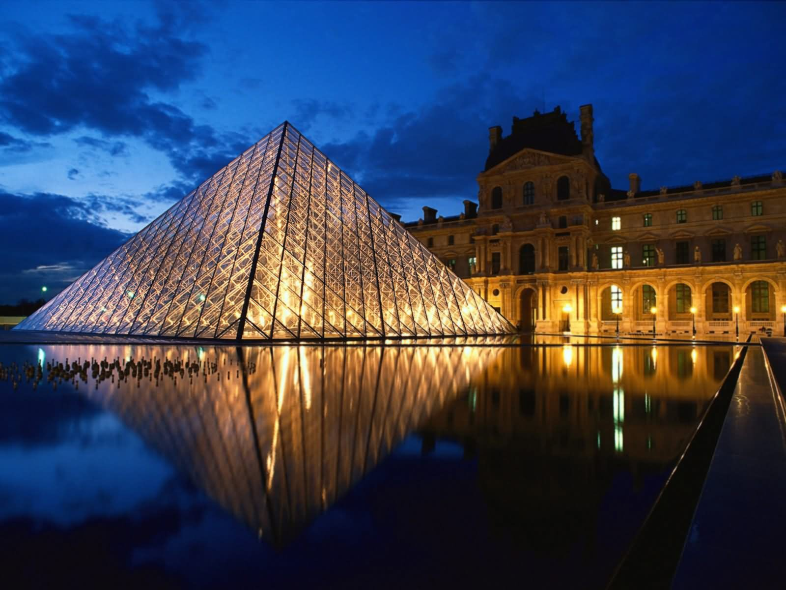 Louvre Night View Picture