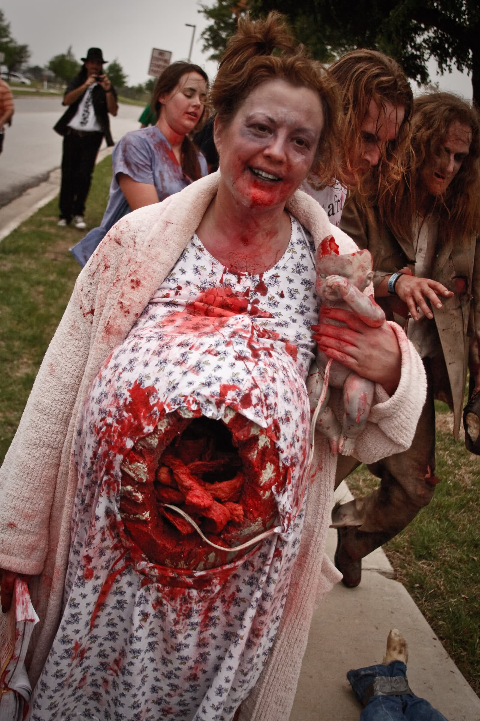 30 Most Funniest Zombie Costume Pictures Of All The Time