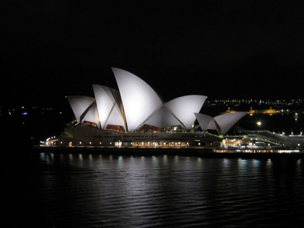my sydney opera house Sydney opera house is bringing back its popular morning yoga classes on the outside steps of the landmark building the 60-minute classes take place on wednesdays, fridays and saturdays with views of the botanic gardens and sydney harbour.