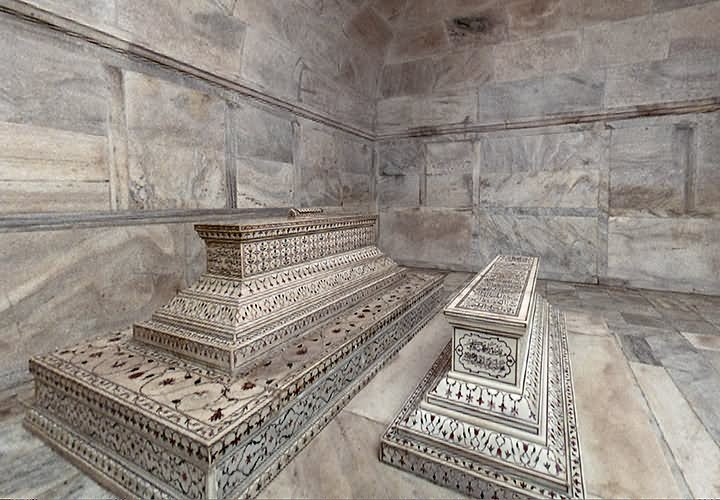 The Actual Tombs Of Mumtaz Mahal And Shah Jahan In The Lower Level Inside Taj Mahal