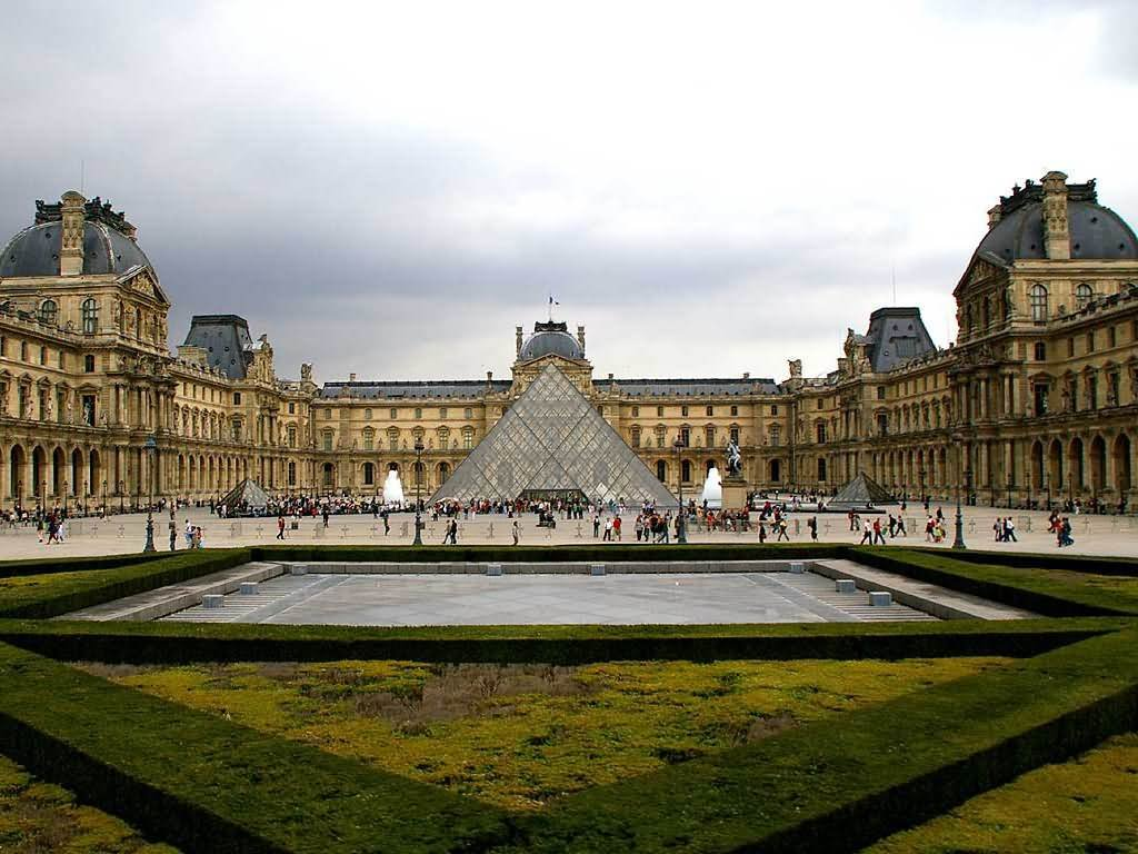The Louvre Museum Picture